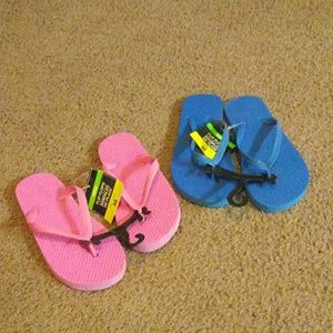 Nwt kids flip flops